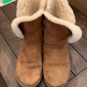 Size 9 Uggs brown with button on side